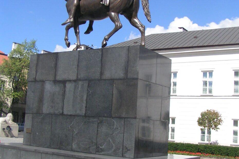 Pomnik Księcia janusza poniatowskiego na Krakowskim Przedmieściu