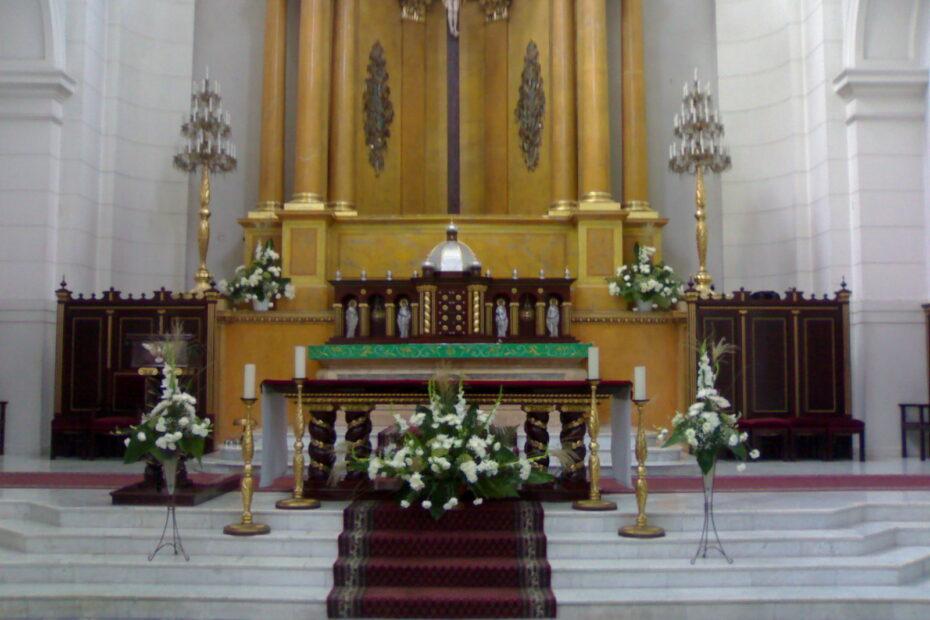 Ołtarz w kościele na Placu Zbawiciela