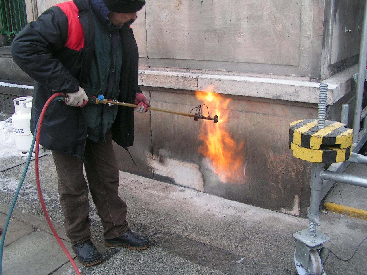 płomieniowanie fasady budynku