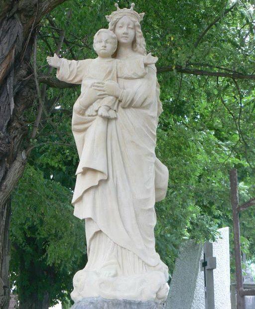 pomnik maryji po renowacji
