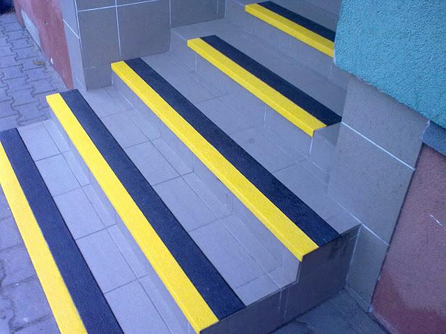 Paski ptrzeciwpoślizgowe na schodach